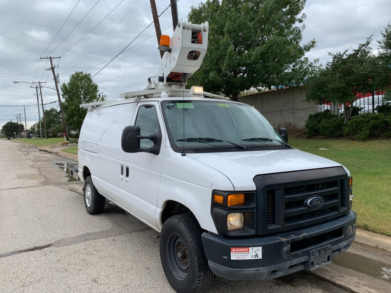 Ford E350 XL Bucket Truck 2010 price $23,900
