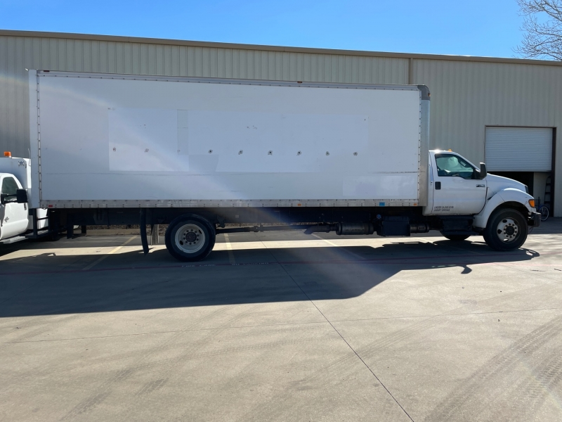 Ford F750 26 Ft Box truck 2013 price $27,500
