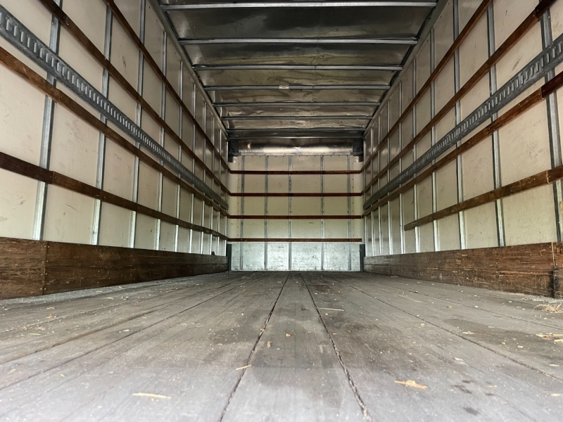 Hino 268 26 ft Box truck 2016 price $68,500