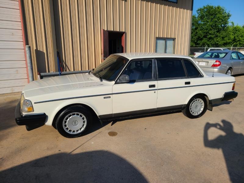 VOLVO 240 1993 price $4,495