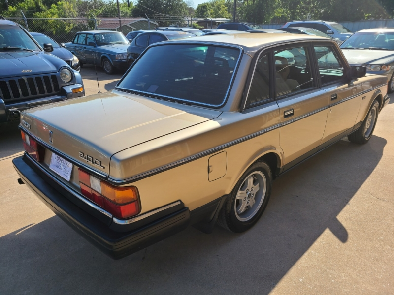 VOLVO 240 1990 price $4,995