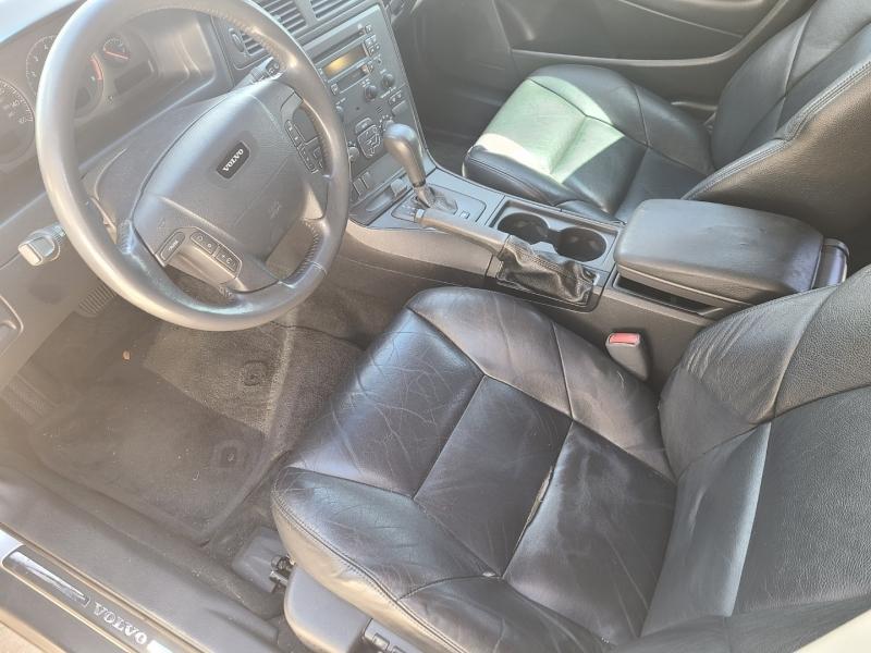VOLVO V70 2001 price $3,695