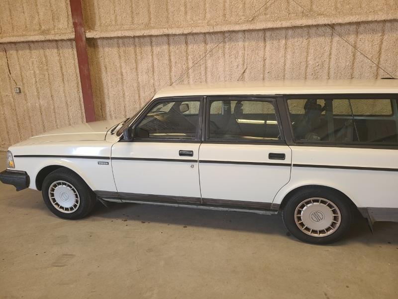 Volvo 240 1992 price $8,995