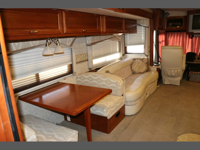 Fleetwood Revolution LE 2005 price $65,500