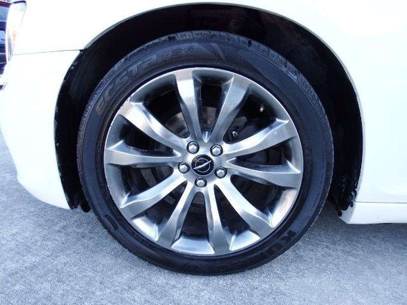 Chrysler 300 2014 price $18,995