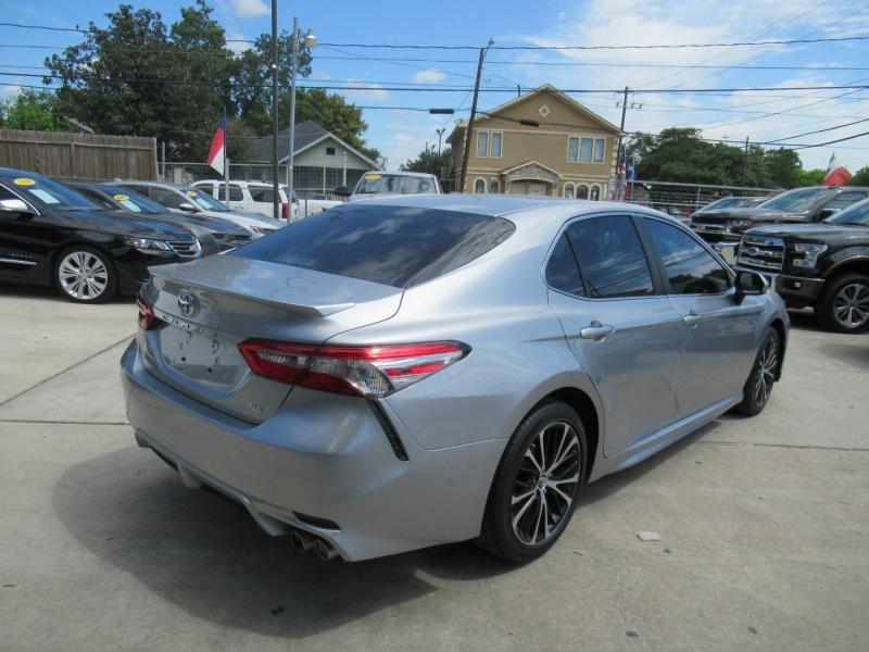 Toyota Camry 2018 price $2,995