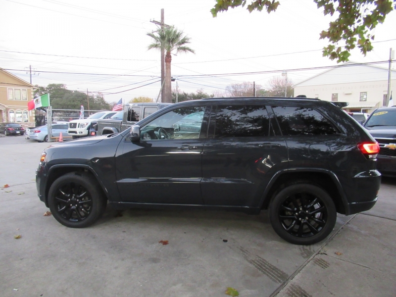 Jeep Grand Cherokee 2018 price $3,995