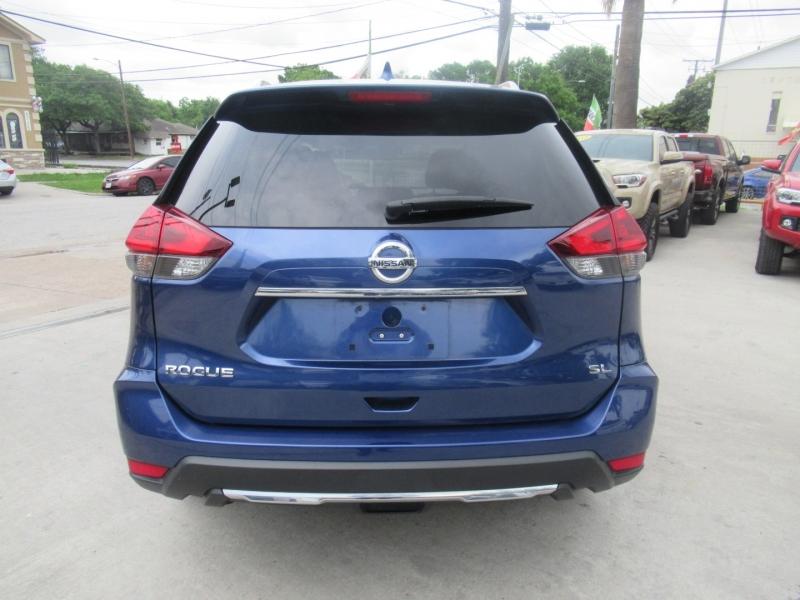 Nissan Rogue 2018 price $4,995