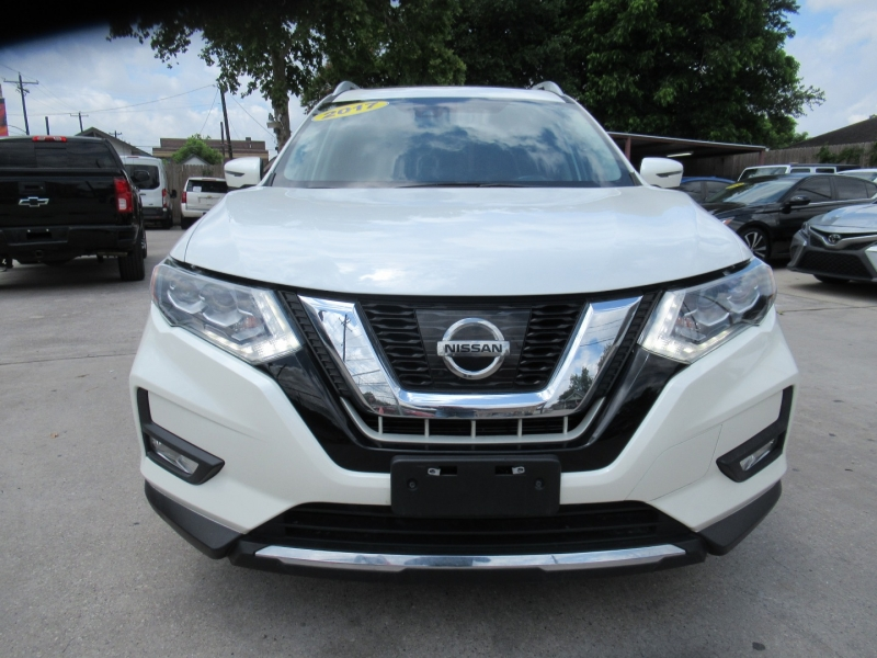 Nissan Rogue 2017 price $2,995