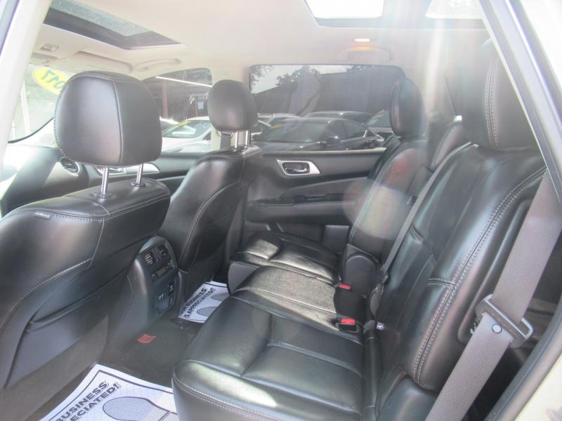Nissan Pathfinder 2017 price $2,995