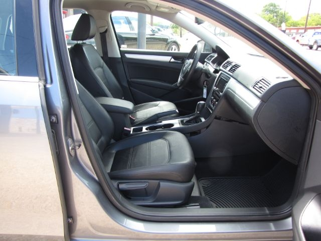 Volkswagen Passat 2013 price $5,000