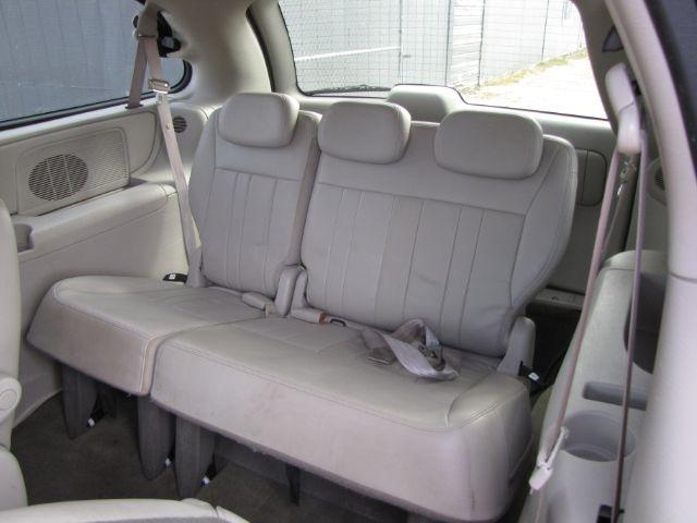 Chrysler Town & Country LWB 2006 price $3,000