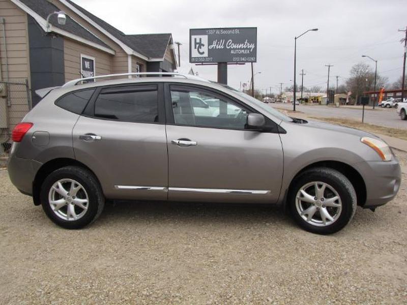 Nissan Rogue 2011 price $4,000