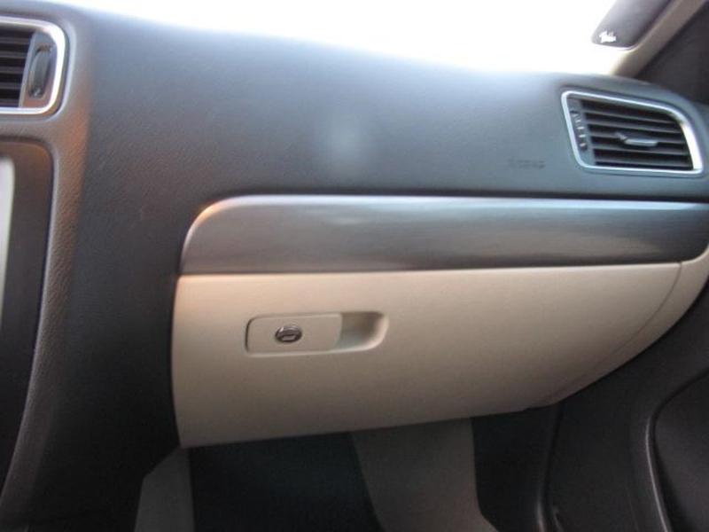 Volkswagen Jetta 2013 price $10,000
