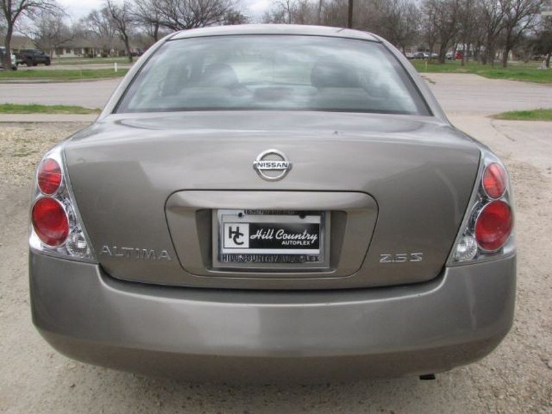 Nissan Altima 2006 price $4,999 Cash