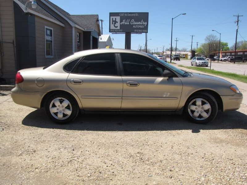 Ford Taurus 2001 price $3,999 Cash