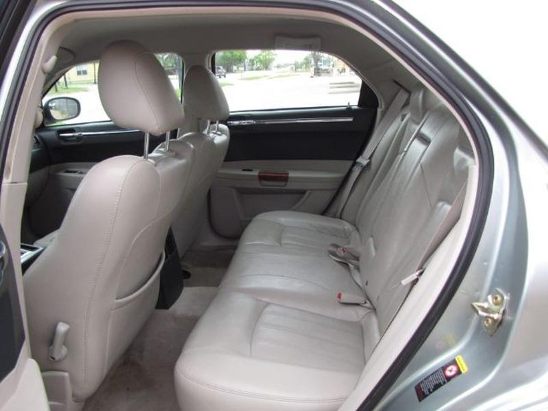 Chrysler 300 2005 price $6,999 Cash