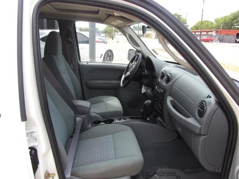 Jeep Liberty 2005 price $7,000 Cash
