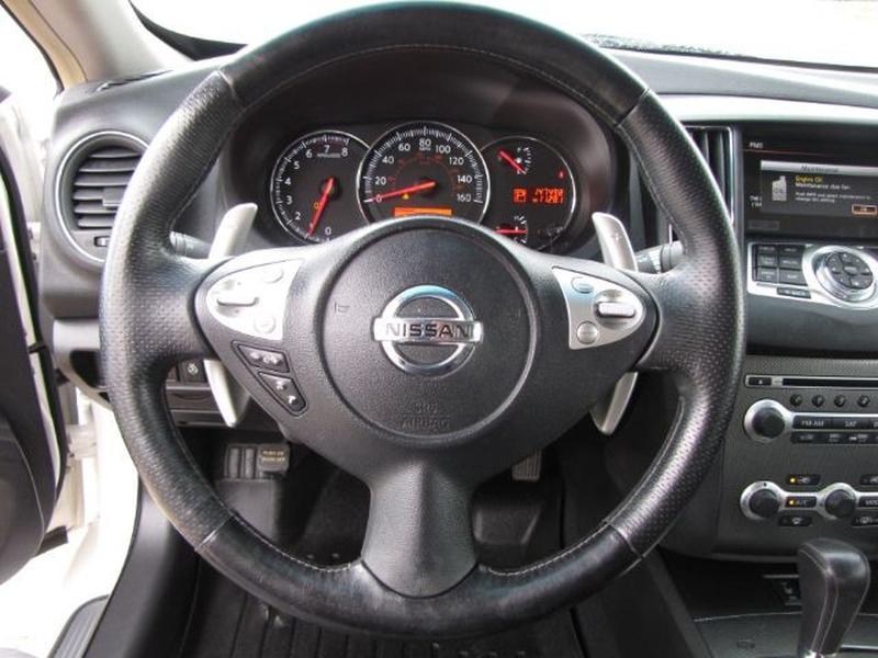 Nissan Maxima 2011 price $9,000 Cash