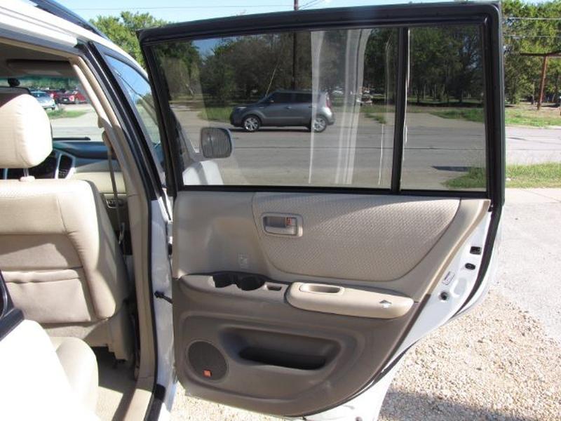 Toyota Highlander 2005 price $7,000 Cash