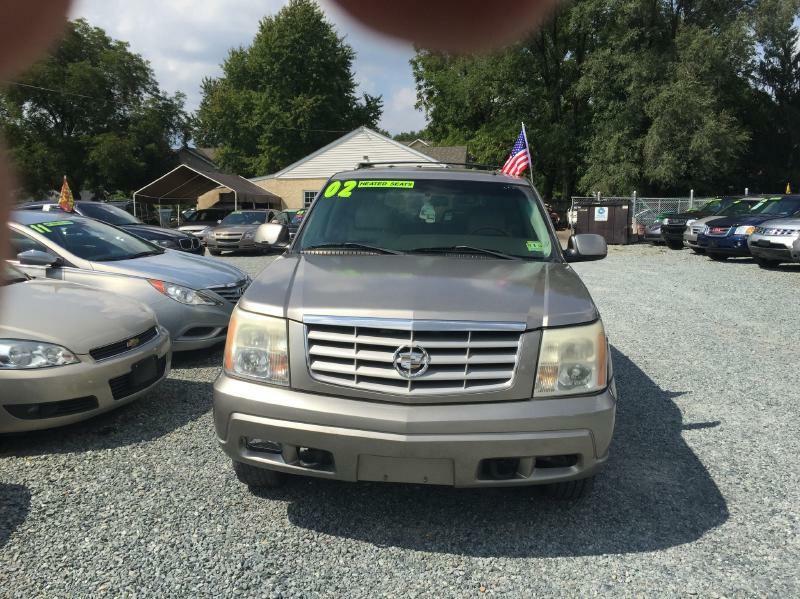 Cadillac Escalade 2002 price $3,000 Cash