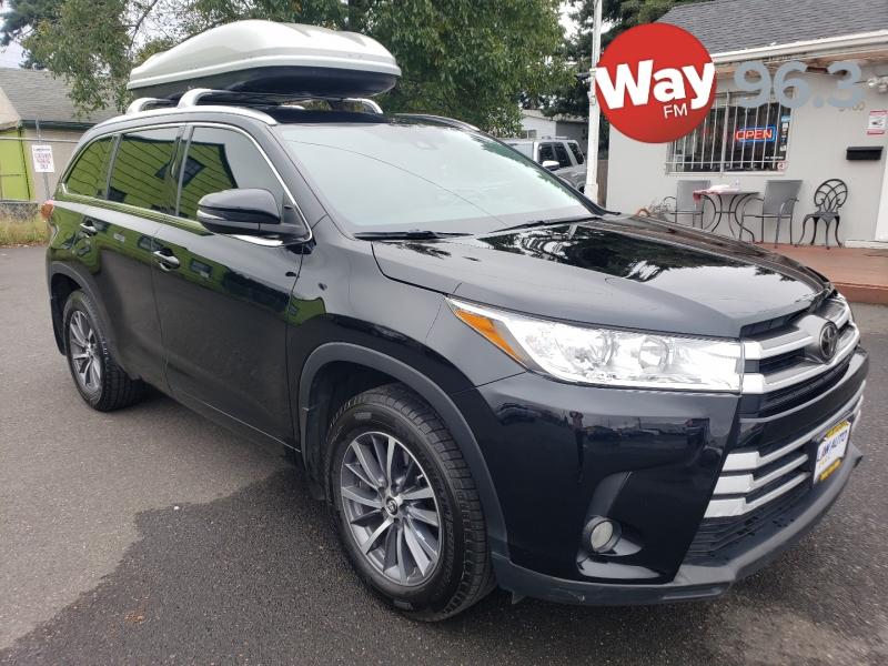 Toyota Highlander 2017 price $33,995
