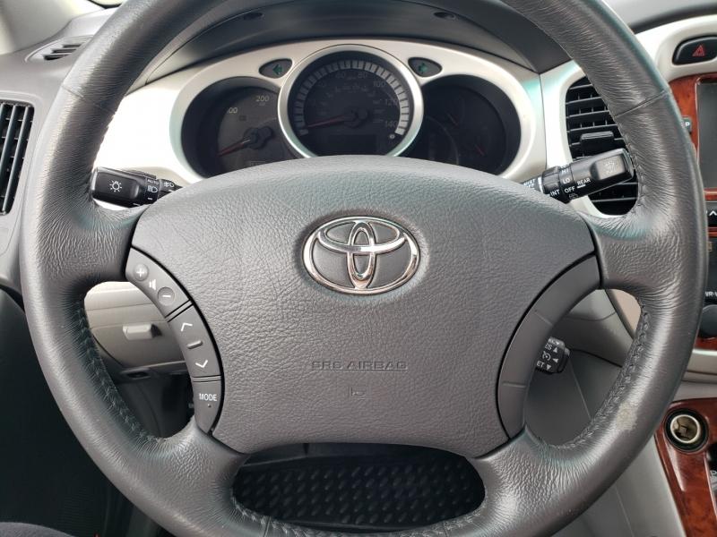 Toyota Highlander Hybrid 2006 price $10,995