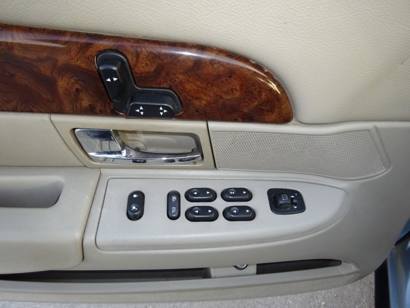 Mercury Grand Marquis 2006 price $7,995