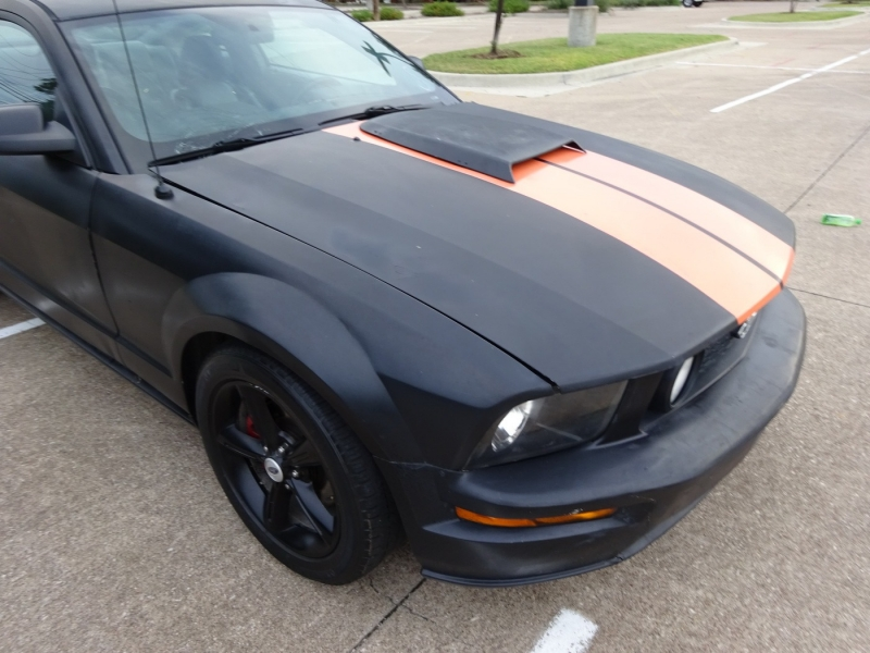 Ford Mustang 2006 price $10,900