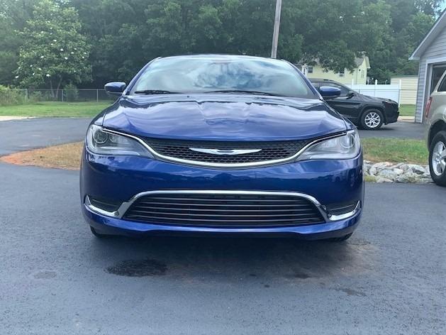 Chrysler 200 2016 price $8,900