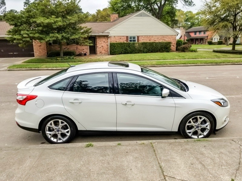 Ford Focus 2013 price $9,888
