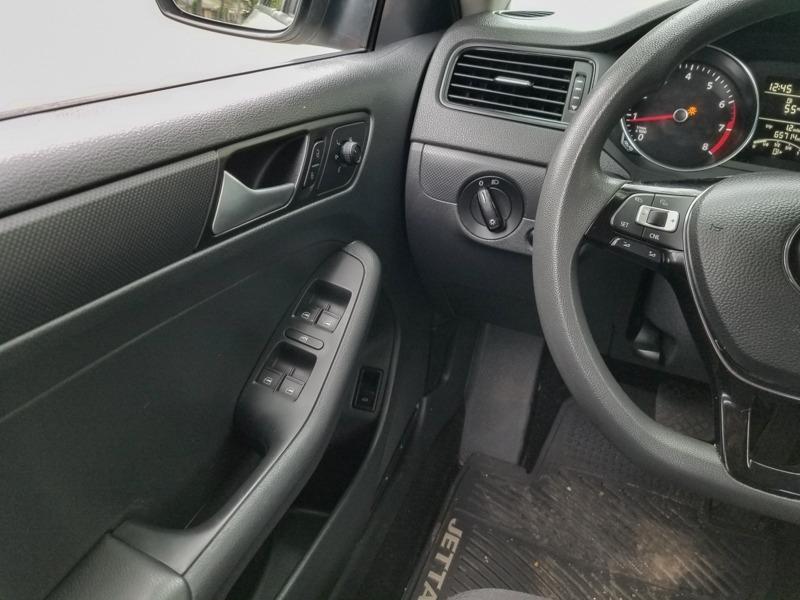 Volkswagen Jetta Sedan 2016 price $10,888
