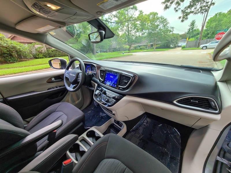 Chrysler Pacifica 2017 price $17,488