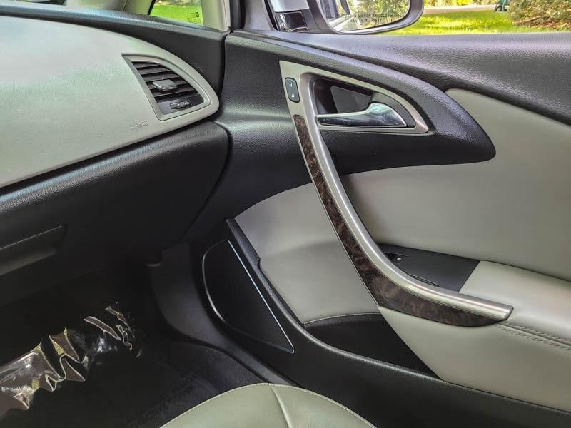 Buick Verano 2017 price $8,888
