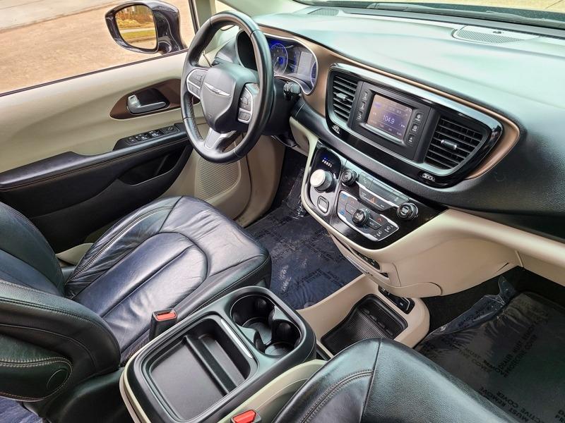 Chrysler Pacifica 2017 price $20,888