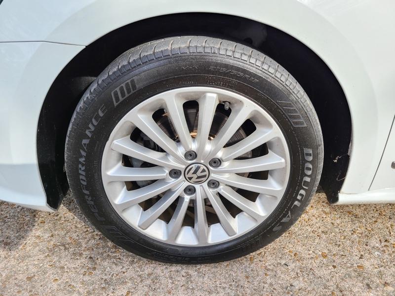 Volkswagen Passat 2016 price $16,888