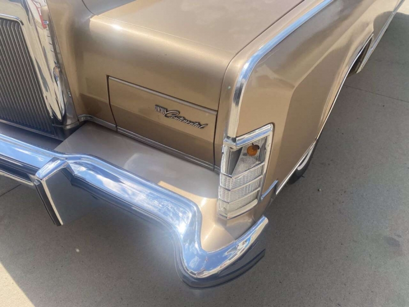 Lincoln Continental Town Car 1978 price $9,000