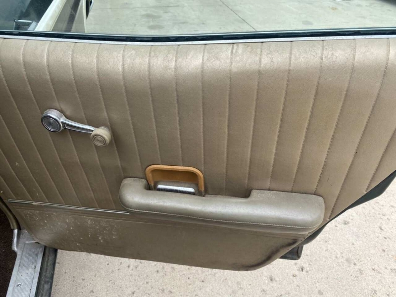 Ford LTD Coutry Squire 1968 price $4,000