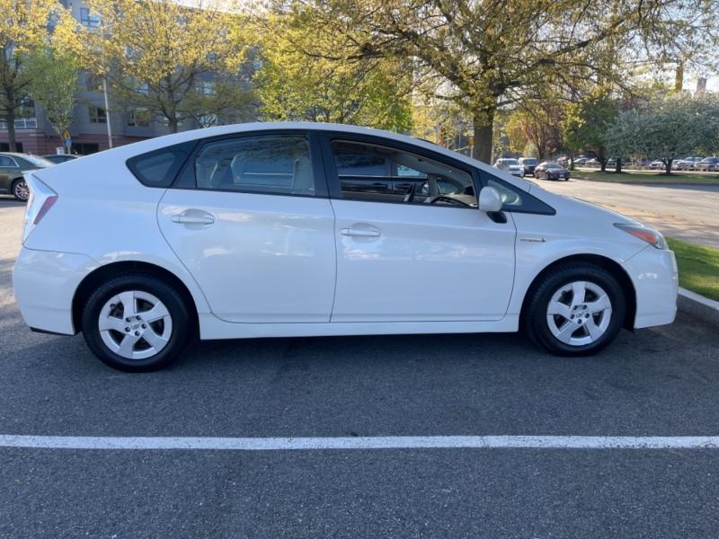 Toyota Prius 2010 price $8,999