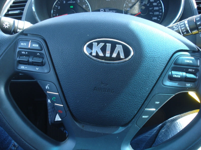 Kia Forte 5-Door 2016 price $9,990