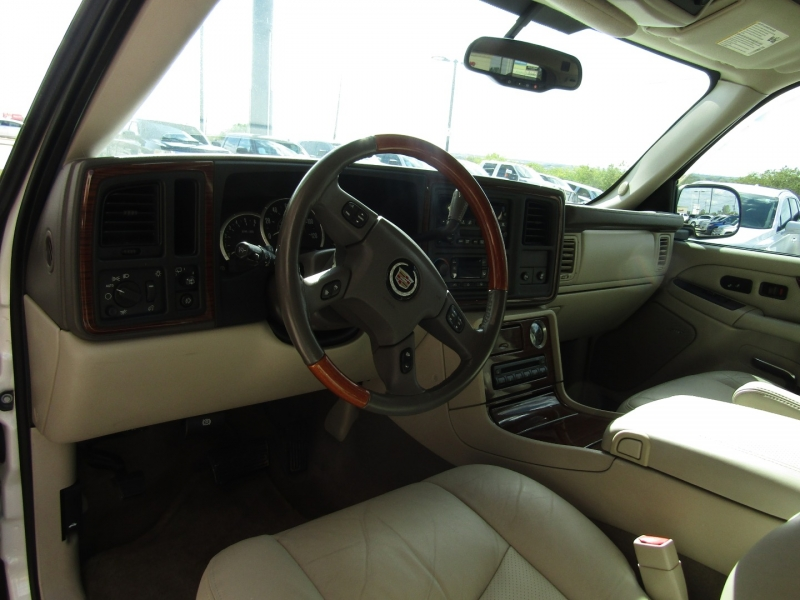 Cadillac Escalade 2004 price CALL FOR PRICE