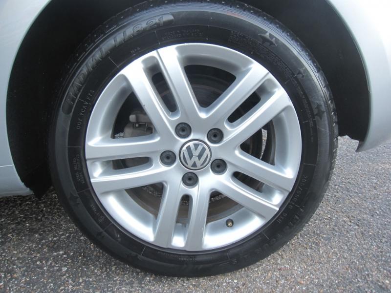 Volkswagen Golf 2013 price $8,995