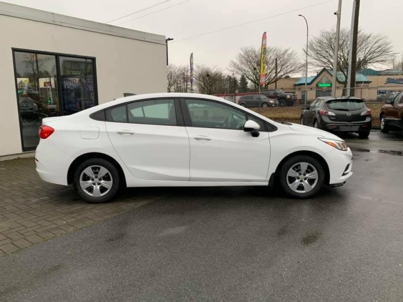 Chevrolet Cruze 2016 price $8,888