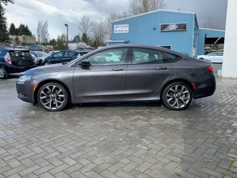 Chrysler 200 2015 price $11,869