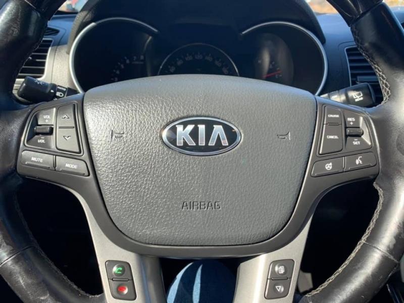 Kia Sorento 2015 price $14,869