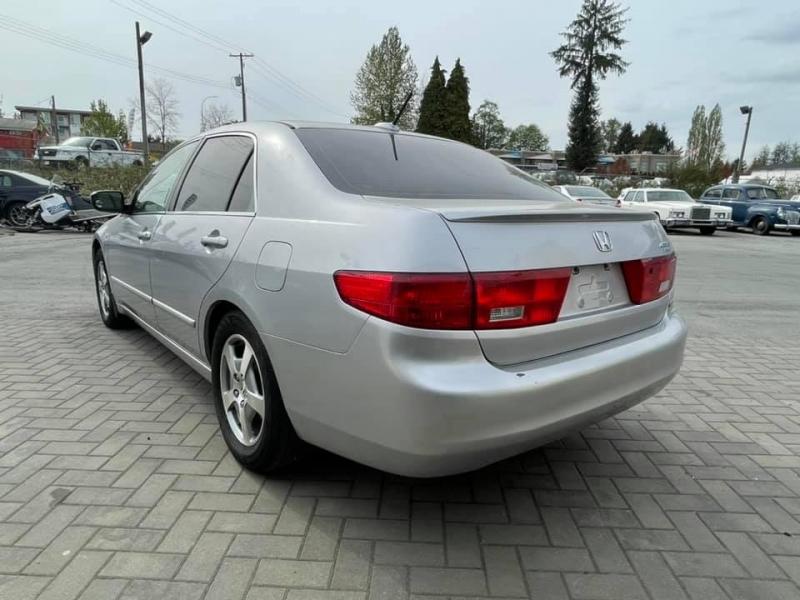 Honda Accord Hybrid 2005 price $3,869