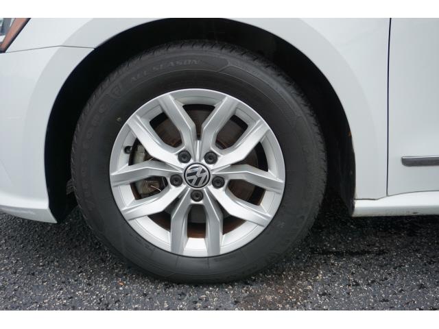 Volkswagen Passat 2016 price $10,495