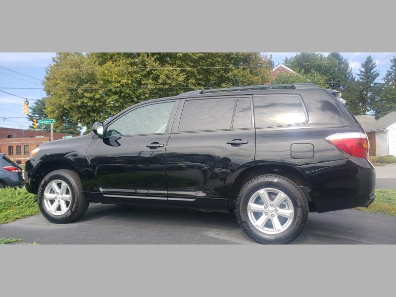 Toyota Highlander 2010 price $8,900
