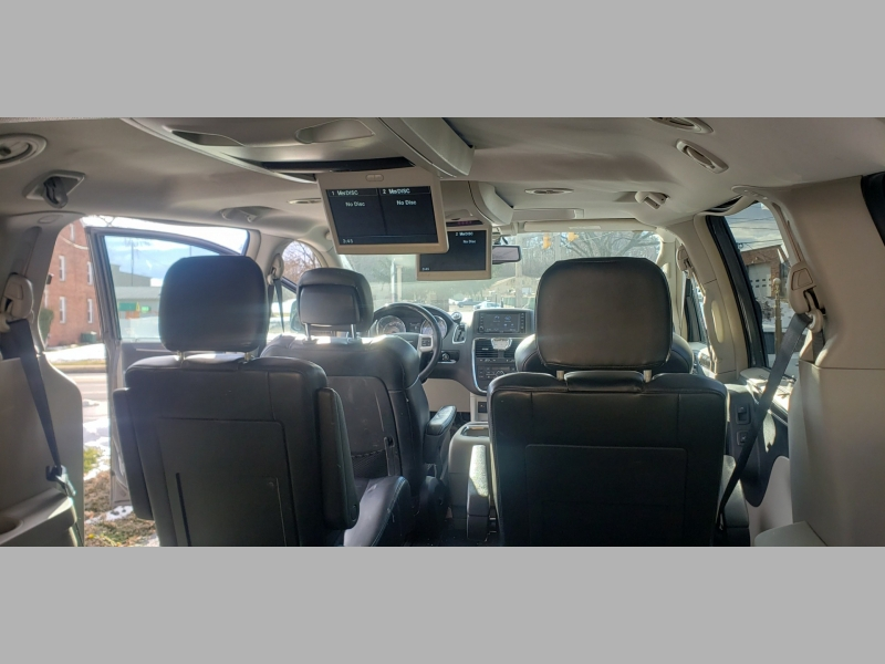 Chrysler Town & Country 2016 price $13,900