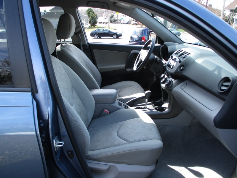 Toyota RAV4 2011 price $9,300